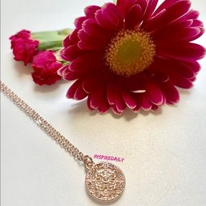 😘 4/$25 Rose Gold Tone Clear Crystal Neckl…